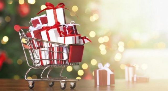 5 Holiday Shopping Hacks That Help You Save Money